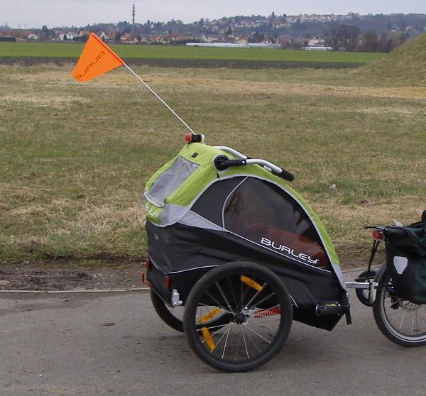 Martins Fahrradseiten Burley Kinderanhanger